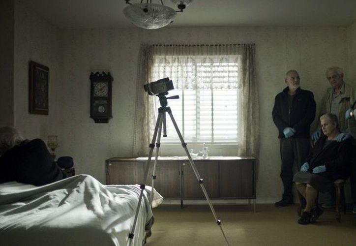 Imagen facilitada por la distribuidora Caramel Films de un momento de la película 'Fiesta de despedida', opera prima de los israelíes Tal Granit y Sharon Maymon. (EFE)