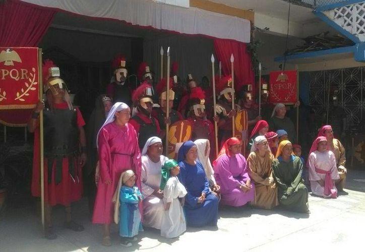 Las familias se reúnen para asistir a este particular evento, en el que incluso niños participan. (Paloma Wong/SIPSE)