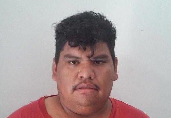 Leonel Carmona Pérez fue detenido luego de que se descubriera droga en el paquete que intentó enviar a EU. (Milenio)