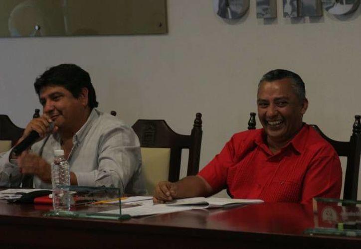 El presidente municipal Carlos Mario Villanueva le pidió durante la reunión a la regidora Lorena Gómez abandonar el cargo, acto que tachó de ilegal. (Redacción/SIPSE)