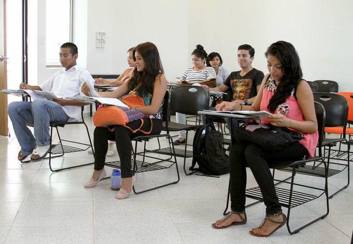 Durante su formación, los jóvenes estudiantes realizan prácticas que los acercan a la realidad laboral. (Daniel Pacheco/SIPSE)