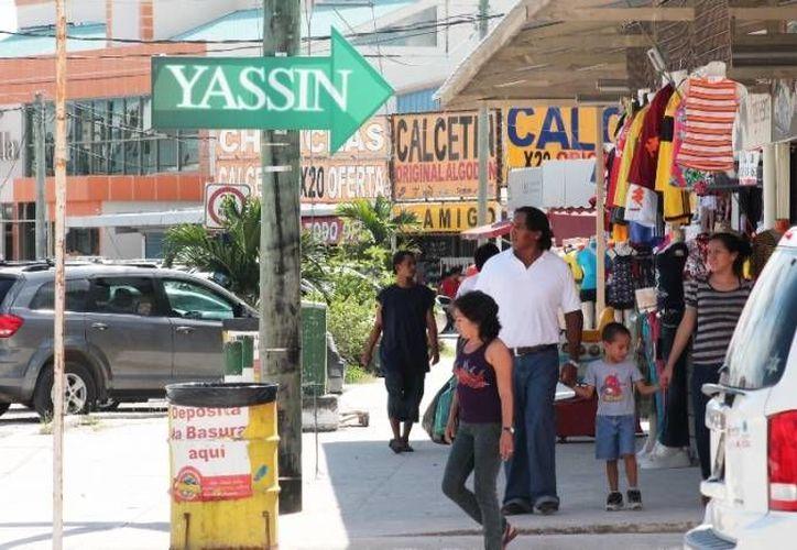 Ante la remodelación de la avenida De los Héroes, empresarios siguen en pláticas para mejorar las fachadas de sus negocios. (Harold Alcocer/SIPSE)
