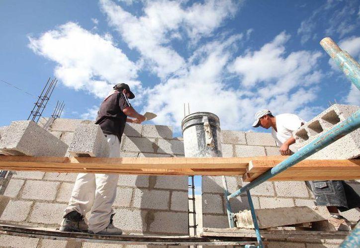 La construcción consta de 10 aulas, espacios para recreo, aulas para actividades especiales, áreas verdes y  oficinas de administración. (Redacción/SIPSE)