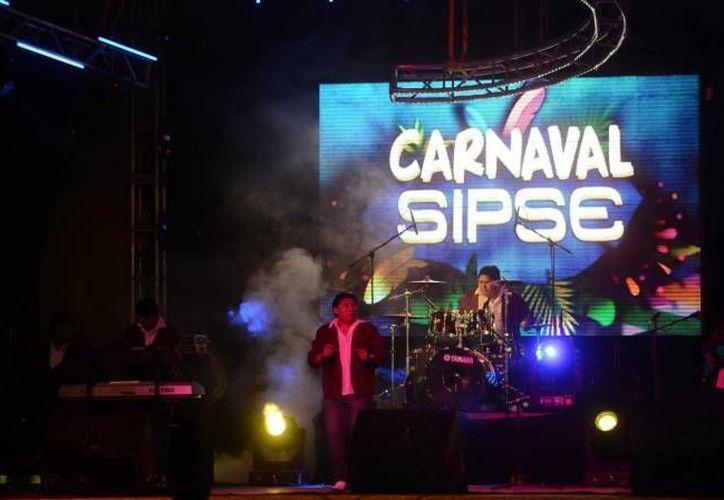 Un sin fin de regalos, incluidas motocicletas, así como músicos locales y nacionales, es lo que Grupo Sipse tiene preparado para que disfrutes el Carnaval de Mérida 2016 a partir del próximo viernes.  (Archivo SIPSE)