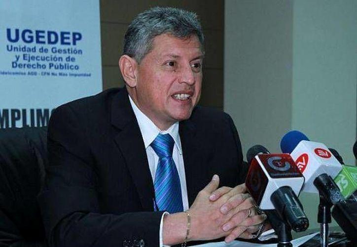 Pedro Delgado ejerció la gerencia del Banco Central, pero renunció cuando la prensa descubrió que no tenía título universitario. (Foto: www.andes.info.ec)