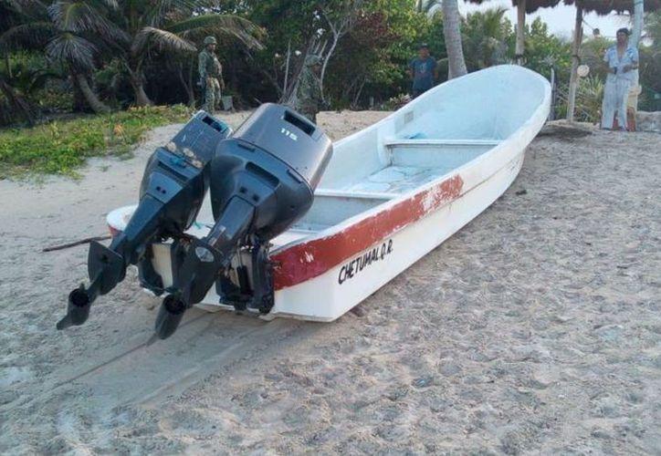 La embarcación fue abandonada en un predio, aproximadamente a 15 km al sur del poblado de Mahahual. (Semar)