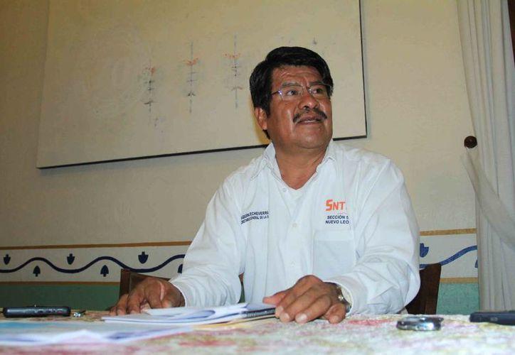 El líder magisterial oaxaqueño Joaquín Echeverría, se pronunció porque continúe el desarrollo de la reforma educativa como se ha implementado hasta el momento en el estado. (lavozdelanacion.mx)