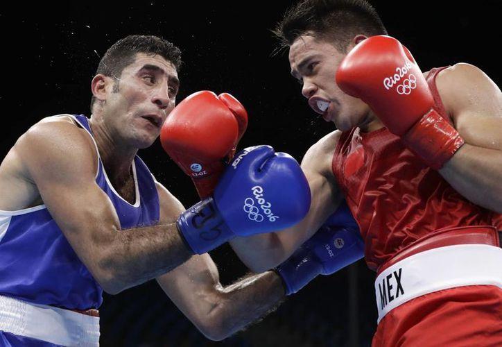 Misael Rodríguez se quedó con la medalla de bronce al perder ante el uzbeco Bektemir Melikuziev. (AP Photo/Frank Franklin II)