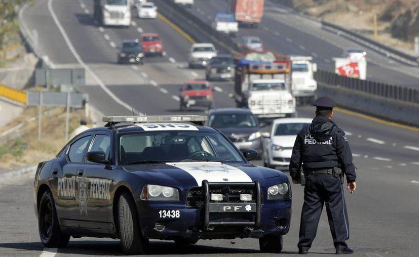 Foto del banderazo de salida a las unidades de emergencia y seguridad que participan en el operativo de seguridad en las carreteras por las Vacaciones de Semana Santa. (Notimex/Archivo)