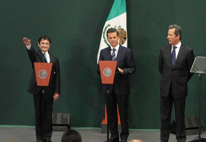 El presidente Enrique Peña Nieto durante la presentación de Virgilio Andrade Martínez como nuevo secretario de la Función Pública quien será encargado de prevenir posibles conflictos de interés en el gobierno federal. (Notimex)