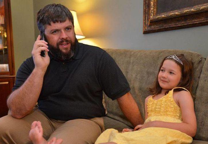 Jeremiah Heaton declaró la soberanía de Bir Tawil el 16 de junio de 2014 para que su hija pudiera ser una princesa  de verdad Emily Heaton. (heraldcourier.com)