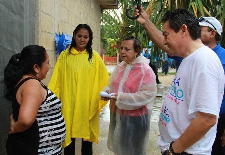 La candidata panista llevó propuestas a los ciudadanos. (Lanrry Parra/SIPSE)