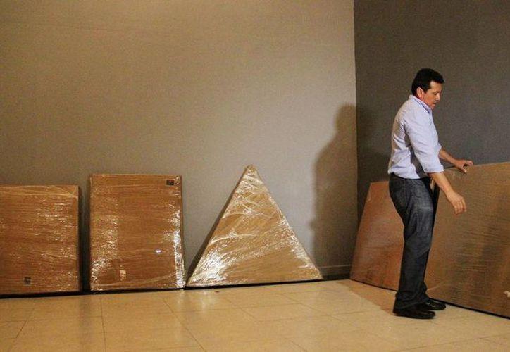 Pedro Ac, jefe de Artes Visuales, encargado de la exposición. (Milenio Novedades)