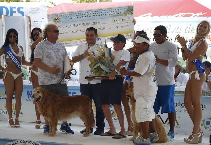Los ganadores de los 200 mil pesos en esta sexta edición. (Victoria González/SIPSE)