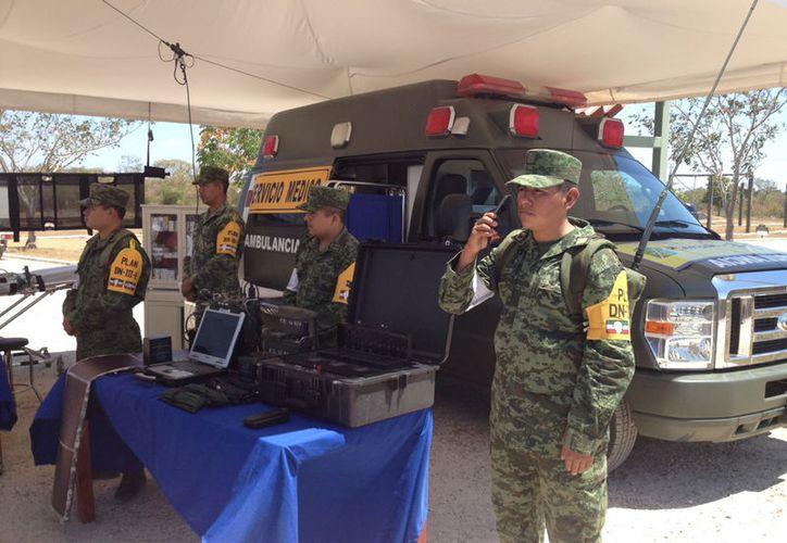 Son ingenieros de combate, es decir, un batallón del Ejército que ya está listo para la temporada de huracanes 2017. Este miércoles hicieron una demostración de su equipo, y de cómo operan en caso de emergencia. (SIPSE)