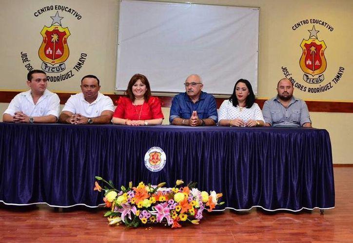 """El Instituto Tecnológico de Tizimín, y el Centro Educativo """"Rodríguez Tamayo"""", de Ticul, firmaron este miércoles convenios con el Congreso de Yucatán. (Foto cortesía del Gobierno estatal)"""