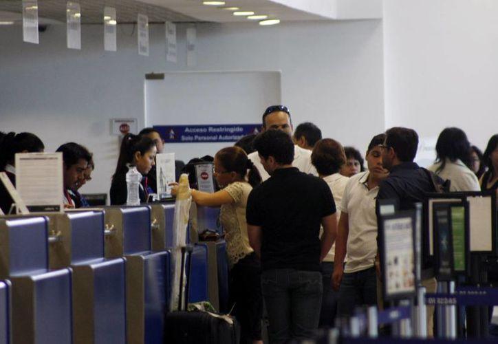 """A partir de este martes, con el nuevo vuelo Toronto-Mérida, la actividad se incrementará notablemente en la terminal aérea """"Manuel Crescencio Rejón"""". Se considera que el aeropuerto de Mérida rebasará una meta de 1 millón 500 mil visitantes este año. (SIPSE)"""