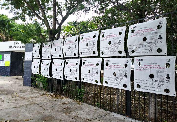 Los centros de votación en Mérida ya se encuentran debidamente identificados. (José Acosta/Milenio Novedades)