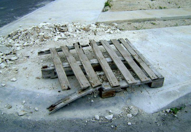Las excavaciones eran un peligro para los habitantes del fraccionamiento Miraflores. (Redaccion/SIPSE)