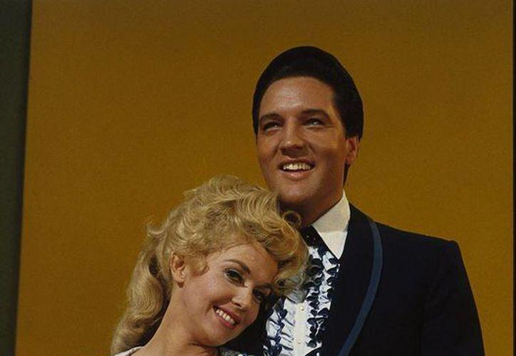 Falleció Donna Douglas, quien saltó a la fama en la década de 1960 por la serie televisiva Los Beverly Ricos y quien llegó a actuar en una película con Elvis Presley. (movpins.com)