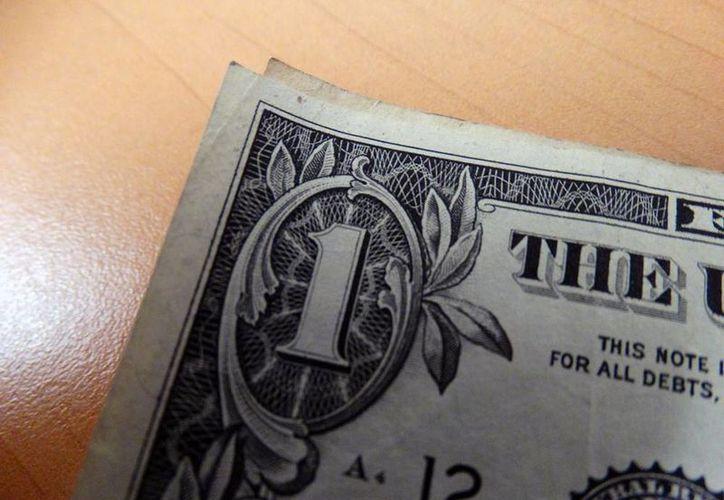 El dólar, según una analista económica que dictó una conferencia en Yucatán, puede alcanzar precio de 23 pesos, al cierre de 2016. (Christian Coquet/SIPSE)