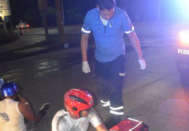Motociclistas derraparon de su moto, iban alcoholizados:. (Foto: SIPSE)