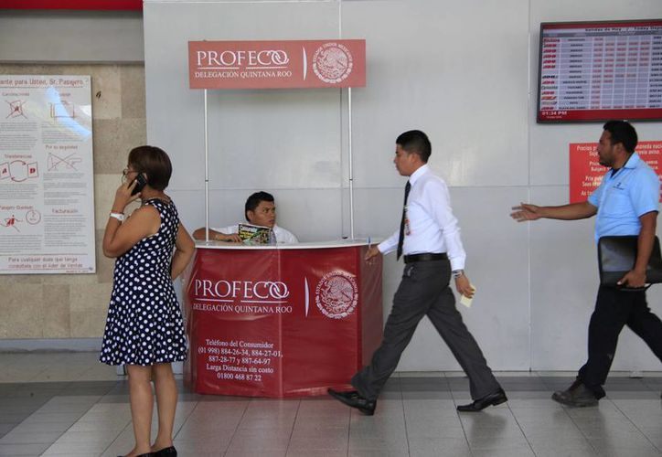 Uno de los programas de vigilancia implementados es en las terminales de autobuses, donde se busca que las empresas respeten las promociones a sus pasajeros. (Imagen de contexto/ SIPSE)