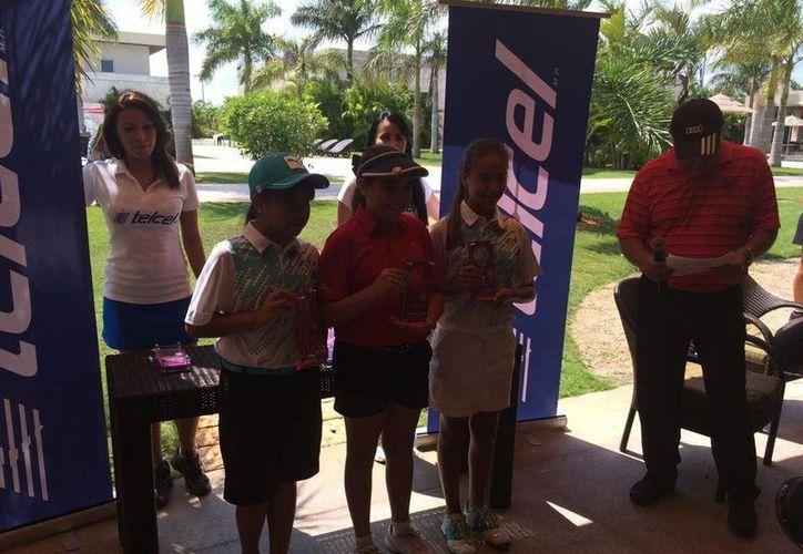 Premiación de golfistas al término de la primera etapa de la Gira Regional Infantil y Juvenil de la Asociación de Golf del Sureste. (Marco Moreno/Milenio Novedades)