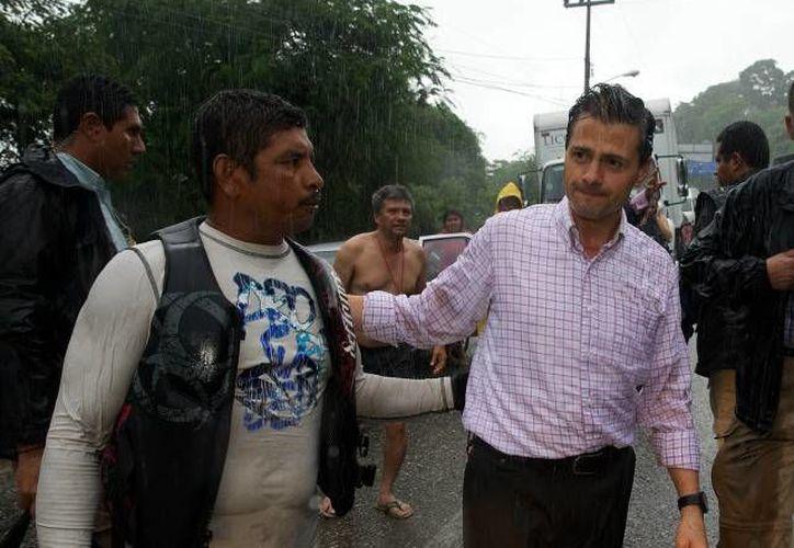 Peña Nieto en una de las visitas que hizo a Acapulco, en el marco de los huracanes Manuel e Ingrid. (presidencia.gob.mx)
