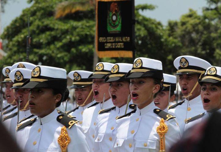 En la Marina cada vez hay más mujeres. En la foto, la graduación de la Generación 2009-2014 de la Heroica Escuela Naval Militar. (Notimex)
