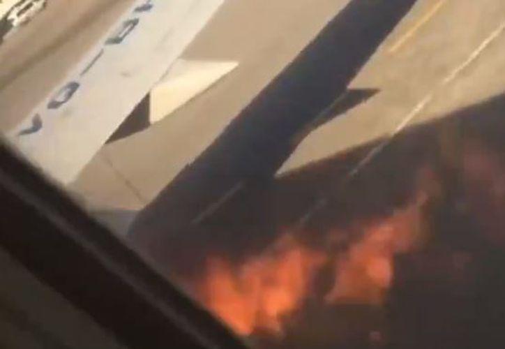 En ese momento el avión ya había salido a la pista y estaba acelerando. (Captura de pantalla del video)