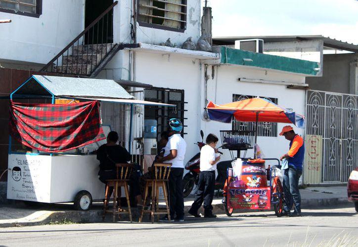 La venta informal de alimentos va en aumento, indica la Canaco Chetumal. (Joel Zamora/SIPSE)