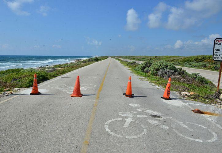 En un recorrido por la ciclovía que bordea las carreteras transversal, oriente y sur, se pudo constatar que no hay restricción alguna. Gustavo Villegas/SIPSE