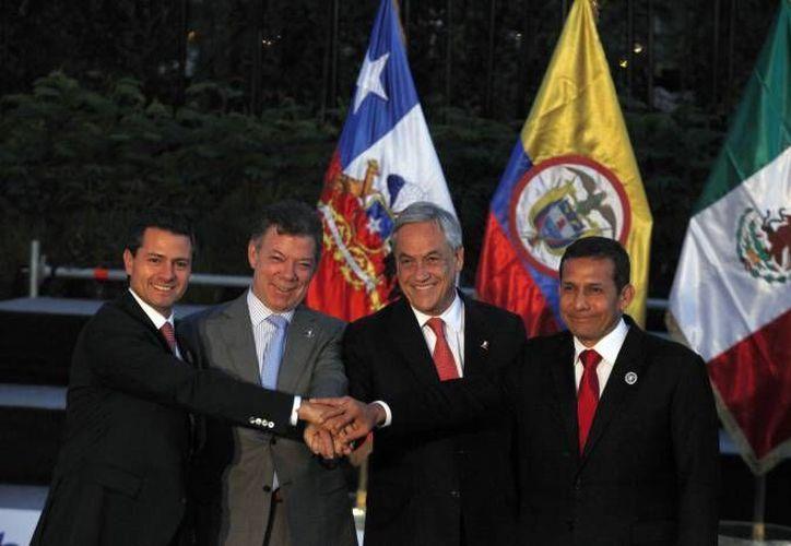 El presidente Enrique Peña, que aparece con los mandatarios de Colombia, Chile y Perú en la Cumbre de la Celac y de la Unión Europea, en enero, se volverá a reunir con ellos en la Cumbre de Cartagena. (Agencias/Archivo)