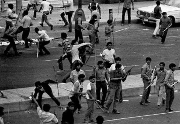 El informe de la PGR consta de 135 averiguaciones previas concluidas sobre casos de desapariciones cometidas contra personas vinculadas con movimientos sociales y políticos de los años 70 y 80. (lacontraportada.com.mx)