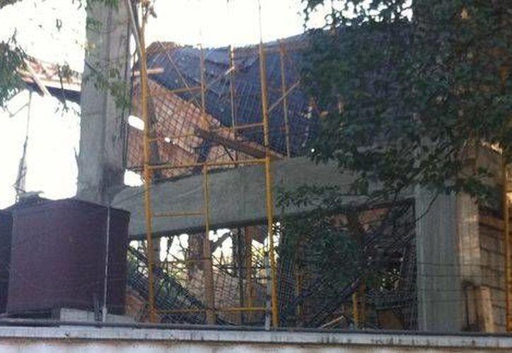 El accidente en el que vieron involucrados 40 trabajadores se produjo en un inmueble en construcción, en el Eje 6 Sur y Pestalozzi, en la colonia Del Valle. (Milenio)