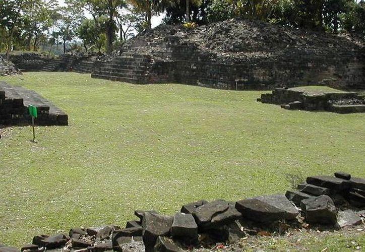 Panorámica del yacimiento arqueológico Nim Li Punit, donde fueron descubiertos decenas de objetos recientemente. (bzmtours.com/Foto de archivo)