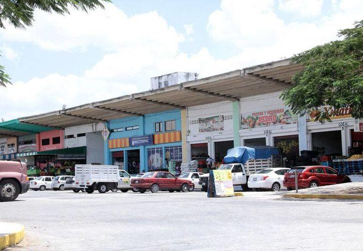 Los robos en la Central de Abastos de Mérida no está a la orden del día, sino de la noche; los locatarios intentaron colocar una reja  para cerrarla durante las madrugadas, pero la administración se los impidió. (Archivo/Milenio Novedades)