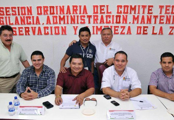 Reunión realizada en el Salón de Cabildo del Palacio Municipal. (Cortesía/SIPSE)