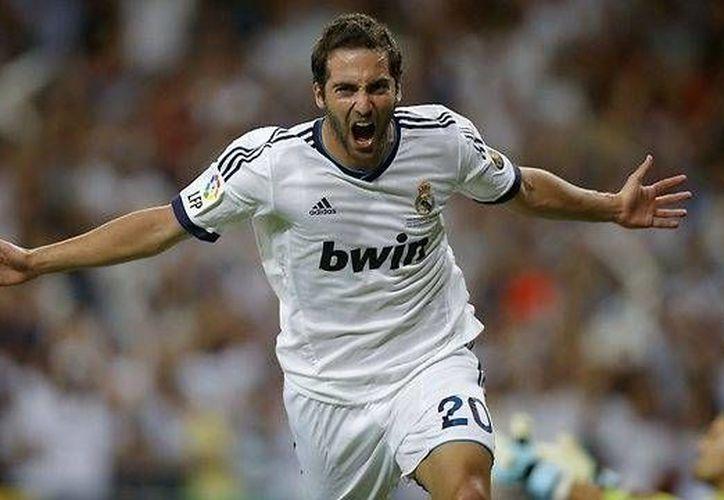 Con el dinero de la venta de Higuaín (foto) el Real Madrid podría contratar al goleador Luis Suárez, del Liverpool. (foxsports.com)