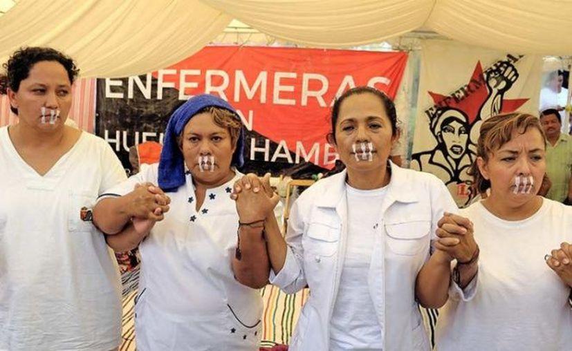 Esta tarde reiniciaron la huelga de hambre cinco enfermeras del Hospital de la Mujer Rafael Pascacio Gamboa. (Cuarto Oscuro).