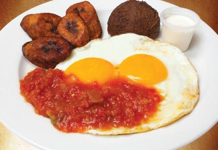 Comer huevos ayudan a salir adelante, luego de una noche de copas. (Contexto/Internet)
