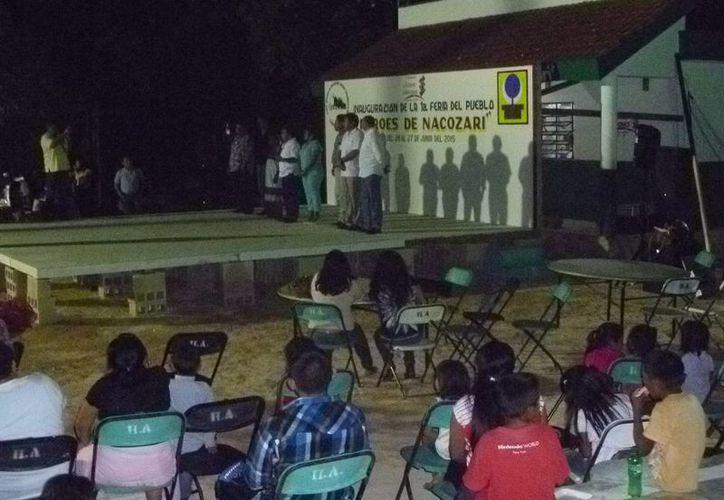 El presidente municipal de Lázaro Cárdenas inauguró la feria. (Raúl Balam/SIPSE)