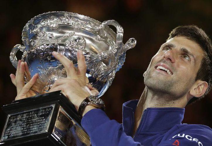 Tras ganar el Abierto de Australia, Novak Djokovic aumentó su cuenta personal a 11 títulos del Gran Slam. (Agencias)