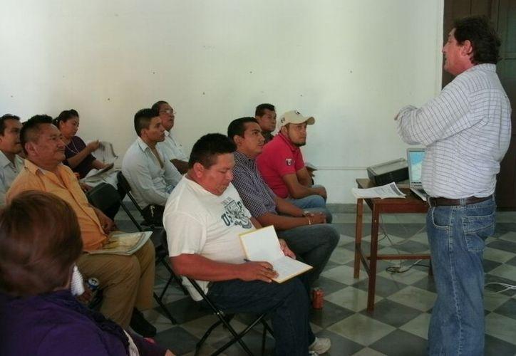 En la reunión se hizo un balance de los equipos de emergencia de cada municipio participante y el estado en que se encuentran. (Manuel Pool/SIPSE)