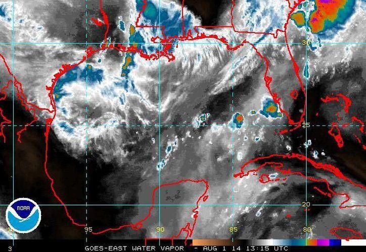 La tormenta tropical Bertha se acerca al Mar Caribe, donde ya hay advertencias para Puerto Rico, Islas Vírgenes, Barbados, Santa Lucia, Dominica, Vieques y Culebra. (ssd.noaa.gov)