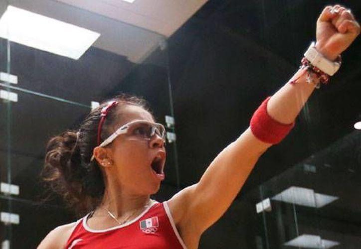 La raquetbolista Paola Longoria logró el oro para dar a México no sólo otra medalla sino el honor de ser el campeón de la rama en Torono 2015: le ganó el enfrentamiento por equipos a Estados Unidos. (Conade)