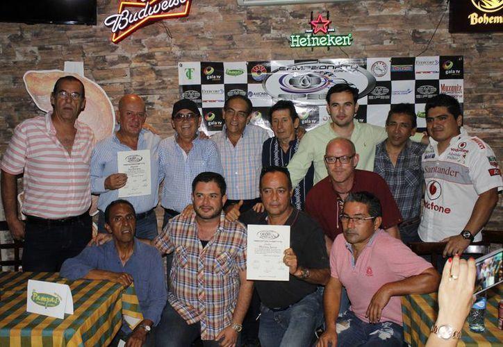 Los pilotos que formaron parte de la primera fecha del campeonato. (Ángel Mazariego/SIPSE)