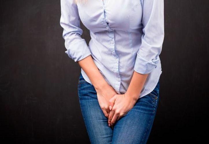 Para evitar la pérdida de orina es necesario ir al baño frecuentemente. (Foto: Internet)