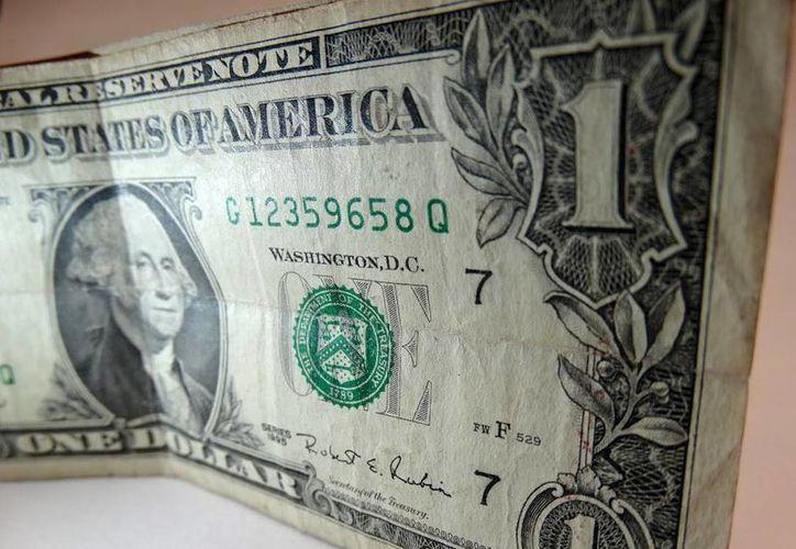 El billete verde se compró en un mínimo de 18.30 pesos. (SIPSE)